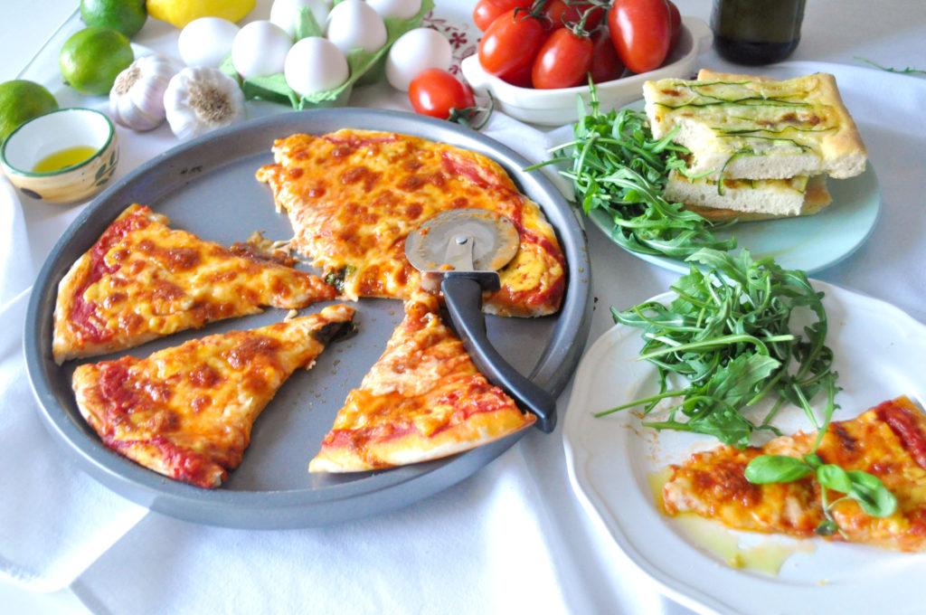 pizza-na-stole-hotove