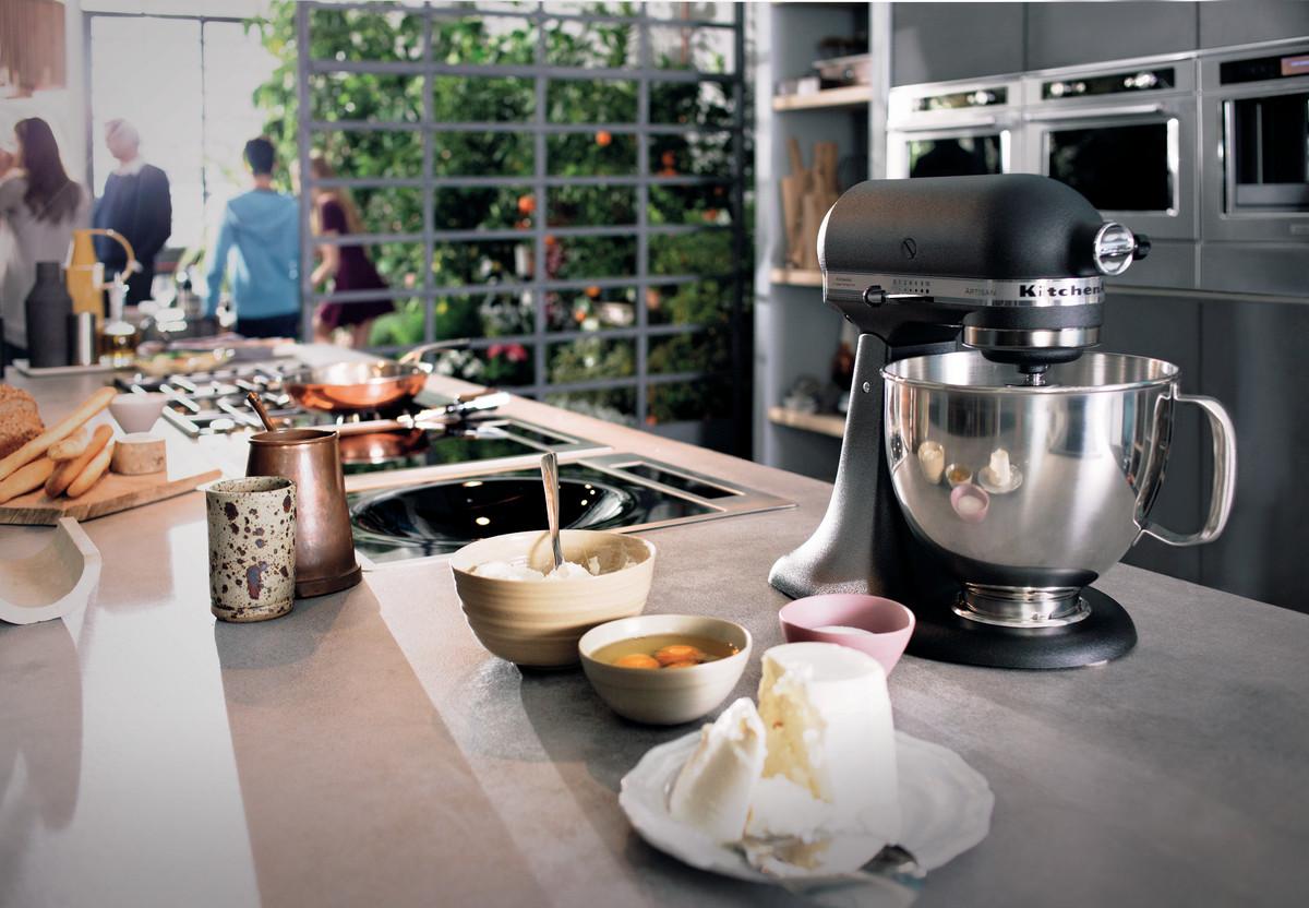 ebb4c8cb6 VELKÝ NEBO MALÝ, anebo jak si správně vybrat kuchyňský robot do DOMÁCNOSTI