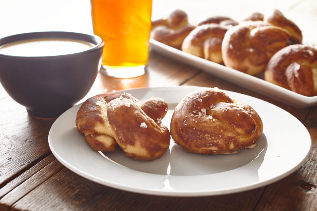 Pretzel Knots_Horizontal