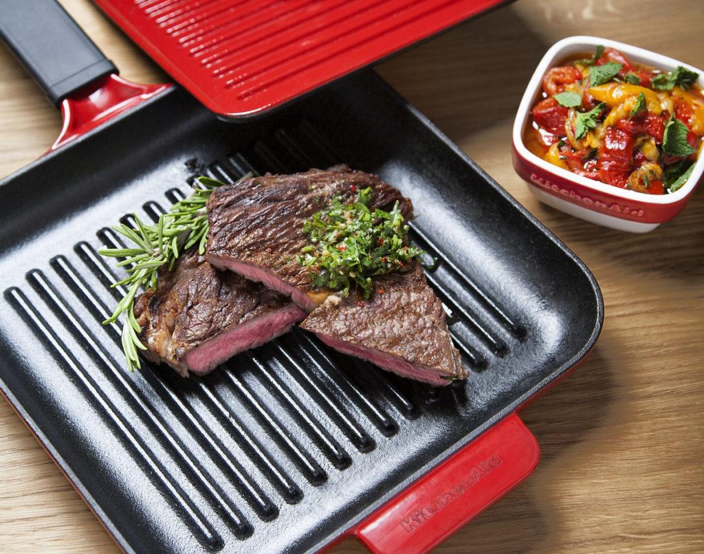 Hovězí steak se salátem z pečených paprik s mátou a chimichurri Marek Pavala pro KitchenAid.cz1
