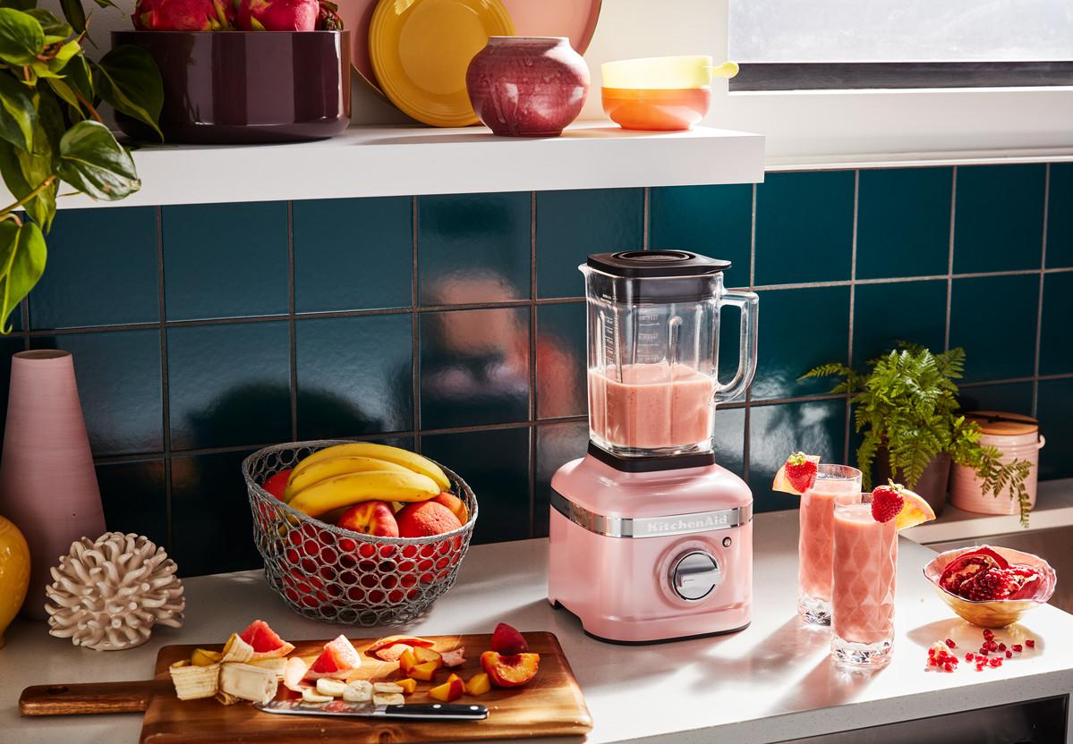 Růžový blender KitchenAid